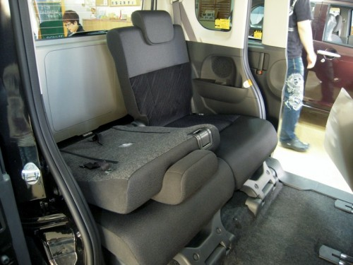 ダイハツ新型タントの後部座席