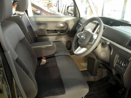 新型タントの運転席&助手席