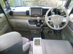 N-BOXの運転席
