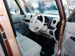 デイズルークスの運転席