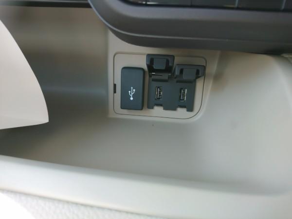 新型N-BOX G・EX、USBの充電が可能