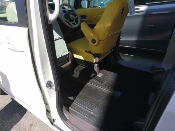新型N-BOX G・EXの助手席シート