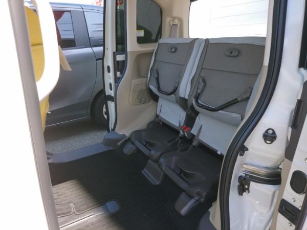 新型N-BOX G・EXの後部座席両方跳ね上げ