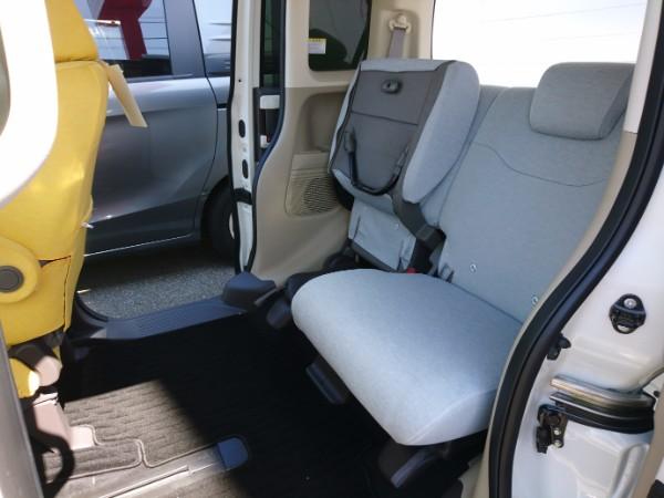 新型N-BOX G・EXの後部座席を跳ね上げ