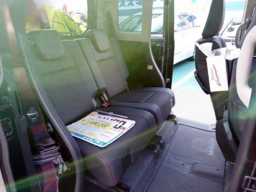 新型スペーシアカスタムの後部座席