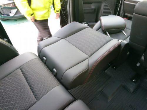 新型スペーシアカスタムの後部座席と助手席