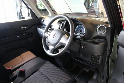 旧型スペーシアカスタムの運転席画像